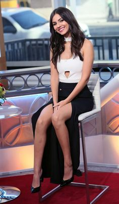 Victoria Justice legs
