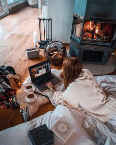 A Cosy Christmas Moment in Switzerland — Lion in the Wild New Year Breaks, Cosy Outfit, King Outfit, Cosy Home, Cosy Christmas, Cosy Winter, Winter House, Home Pictures, Home Entertainment