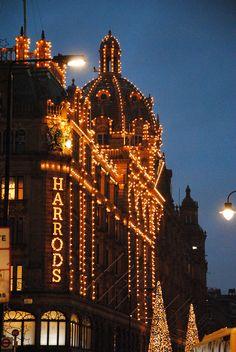 Le célèbre magasin Harrods, pour une virée shopping. | Erasmusez-vous à Londres https://www.facebook.com/ma.caisse.epargne.normandie#!/ma.caisse.epargne.normandie/app_159166830947571