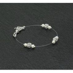 Bracelet mariage ELEANOR 2.  Bracelet mariage sur fil nylon et plaqué argent composé de perles de verre nacrées ivoire ou blanc et de boules incrustées de strass Swarovski.