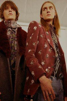 Backstage at the Men's Autumn Winter Collection Fashion Show - Roberto Cavalli Belgium Thrift Fashion, 70s Fashion, Fashion Beauty, Vintage Fashion, Fashion Outfits, Fashion Hats, Fashion Men, Vintage Clothing, Mode Vintage