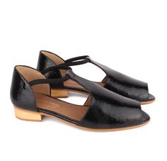 about arianne flat sandals in black cracked leather