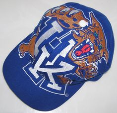 Vintage Kentucky Wildcats The Game Big Logo Snapback Hat/Cap New Without Tags! Ncaa Basketball Teams, Kentucky Basketball, Kentucky Wildcats, Hats For Sale, Snap Backs, Snapback Hats, Old School, Games, Logos