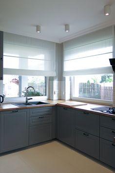Kitchen Room Design, Living Room Kitchen, Küchen Design, House Design, Kitchen Window Treatments, Cuisines Design, Curtains With Blinds, House Made, Kitchen Curtains