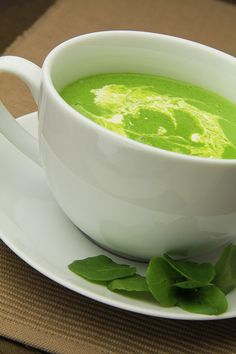 Watercress Soup Recipe - Refreshing and an ideal lunchtime treat, but it is also elegant enough to serve as a dinner party starter. Smoked Salmon Pasta, Grilled Mackerel, Dinner Party Starters, Watercress Soup, Brown Rice Salad, Roasted Tomatillo, Parsnip Soup, Lamb Curry, Butter Beans