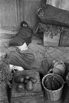 Henri Cartier-Bresson: Uruapan. Mexico.1934  Magnum Photos -