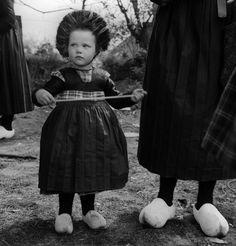 Dutch traditional costume from Staphorst Vintage Children Photos, Vintage Photos, Folk Costume, Costumes, Dutch People, Clogs, Vintage Ephemera, My Beauty, Traditional Dresses
