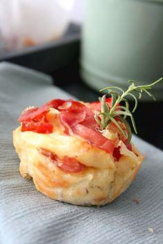 Herzhafte Parmesan-Muffins mit Tomaten und Parmaschinken