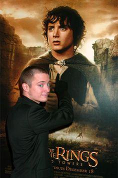 This is cute Elijah Wood, Cute, Movie Posters, Movies, Films, Kawaii, Film Poster, Cinema, Movie