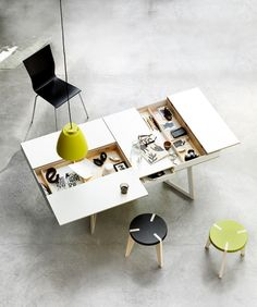 Super cool work desk, perfect for all creative people and their paper and pens.