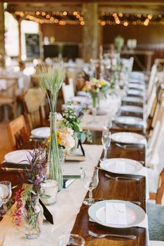 rustic family style seating @weddingchicks