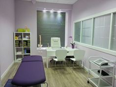New Patient Room Massage Therapy Rooms, Massage Room, Clinic Interior Design, Clinic Design, Chiropractic Office Design, Medical Office Decor, Cabinet Medical, Esthetician Room, Hospital Design
