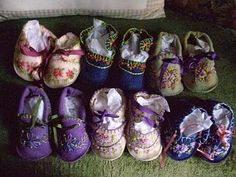I thought my knitted bootees were cute, but my mom created some bootees that are absolutely adorable. Hand embroidered with silk ribbon t. Felt Baby Shoes, Felt Boots, Sew Baby, Baby Baby, Sewing For Kids, Baby Sewing, Baby Bootees, Hand Embroidery Projects, Sewing Circles