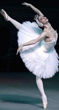 Olga Smirnova-Odette-Swan Lake-Photo temen at Lincoln Center during the Bolshoi's US Tour-Photo Gene Schiavone Ballet Art, Ballet Dancers, Ballerinas, Bolshoi Ballet, Shall We Dance, Just Dance, Tutu, Swan Lake Ballet, Ballet Images