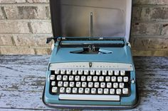 BROTHER VALIANT blue portable manual typewriter Japan 1970s