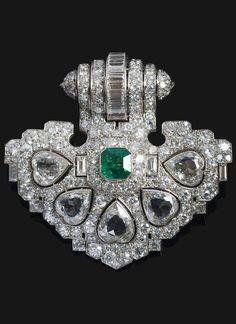 René Dufour - An important Art Deco platinum, diamond and emerald clip, circa 1930. Can also be worn as a pendant. 5.6 x 5.9cm. #ReneDufour #ArtDeco #clip