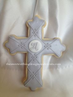 Cross Cookie Favor with initial  (large) / First Communion Cookie Favors. / Baptism  Favor by The Sweetest Thing - Designs and Events via Etsy