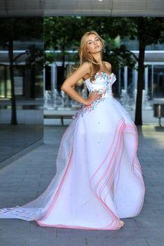 Rozalia Mancewicz, Miss Polonia 2010 wearing national costume designed for her for Miss Universe 2011 by Sabrina Pilewicz #Polish_women #Poland #Rozalia_Mancewicz #Sabrina_Pilewicz #Polish_design #Polish_designers