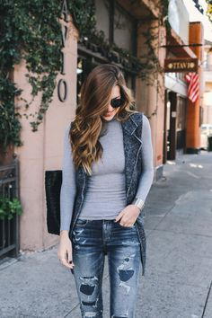 For our second denim installment with Nichole Ciotti from Vanilla Extract, we're taking every day sexy to a whole new level with our Denim X Cafe Hi-Rise Jegging! This fashion-forward fit looks like a