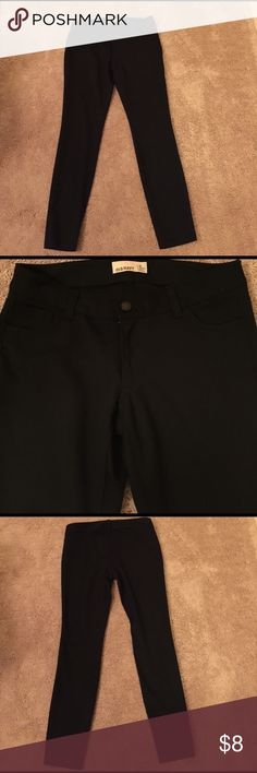"""Old Navy black skinny pants Old Navy black skinny pants. 27"""" inseam.  Front zip and button close, two front pockets.  73% polyester, 23% rayon, 4% spandex Old Navy Pants Skinny"""