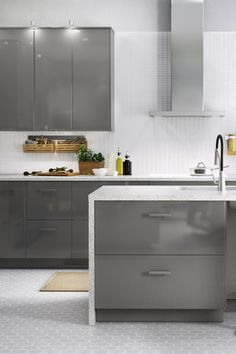 Dreaming of a sleek and modern kitchen? Make it a reality with IKEA SEKTION kitchens! From cabinets that work (and look) smart to appliances you can count on, get started planning your dream kitchen.