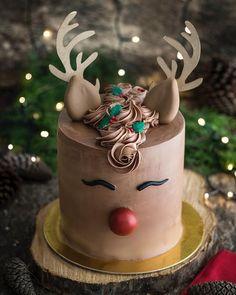 Vegan Christmas, Christmas Cooking, Noel Christmas, Christmas Cakes, Christmas Desserts, Christmas Treats, Reindeer Cakes, Beautiful Cake Designs, Funny Cake