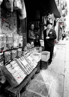 Luciano de Crescenzo  Fotografie della Napoli di Bellavista  Cosi parlò Bellavista Old Photos, Vintage Photos, White Art, Black And White, All About Italy, Brassai, Naples Italy, Museum Shop, Southern Italy