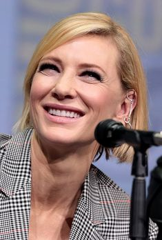 Cate Blanchett was the first actress to win an Academy Award for playing another Academy Award winner for her role as Katherine Hepburn in The Aviator. Academy Award Winners, Academy Awards, Cate Blanchett Oscar, Crew Team, Glenn Close, Ralph Fiennes, Renee Zellweger, Katharine Hepburn, Bruce Willis