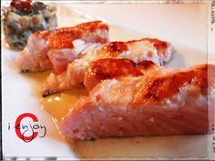 Salmone con salsa di senape e cetriolini