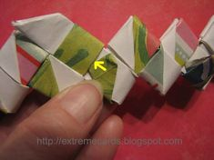 gum wrapper bracelet instructions - I am going to use duct tape strips and use as a handle for hanging storage. Paper Chains, Paper Beads, Origami Paper Art, Diy Paper, Recycled Jewelry, Recycled Art, Cute Crafts, Crafts To Make, Asian Cards
