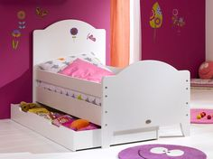 Vous pourrez dormir tranquilles, avec le tout premier petit lit enfant et ses barrières de sécurité amovibles ! Et dès qu'il se sent près, retirez les !