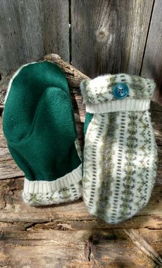 Handcrafted Olive Patterned Wool Mittens Sweater Mittens, Sweaters, Green Wool Coat, Green Button, Green Pattern, Teaching Art, Upcycle, Winter Hats, Detail