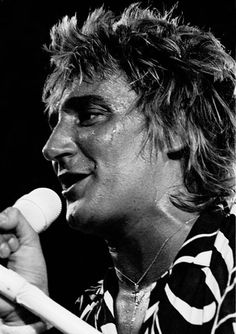 Rod Stewart - looks like Barry Manilow. Weird!