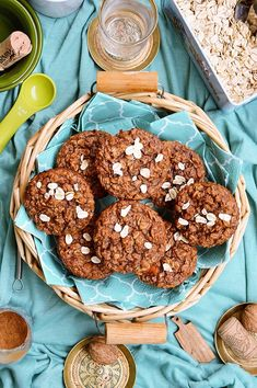 Muffinki owsiane z marchewką i cynamonem Cupcake Cookies, Cupcakes, Healthy Recipes, Healthy Foods, Lunch Box, Food And Drink, Breakfast, Sweet, Fitness