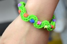 Twisty Rubber Band Bracelet - Fun Family Crafts