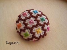 クロスステッチ : Rogesshi Embroidery Motifs, Embroidery Hoop Art, Ribbon Embroidery, Mini Cross Stitch, Cross Stitch Rose, Menhdi Design, Stitch Book, Cross Stitching, Cross Stitch Patterns