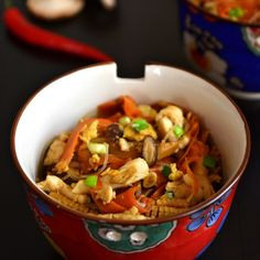 asian-style stir-fry with lots of veggies, soy sauce and roast chicken. Quick and healthy dinner idea for busy days. Eat Right, One Pot Meals, Wok, Stir Fry, Whole Food Recipes, Veggies, Food And Drink, Healthy Eating, Vegetarian