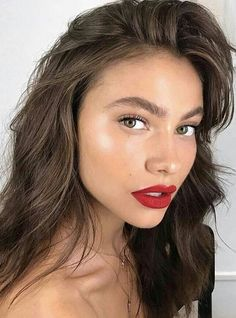everyday makeup look with a red lip - Makeup Tips Red Lips Makeup Look, New Year's Makeup, Eye Makeup, Red Lipstick Makeup, Makeup Style, Glam Makeup, Red Lipsticks, Dewy Skin Makeup, Red Dress Makeup