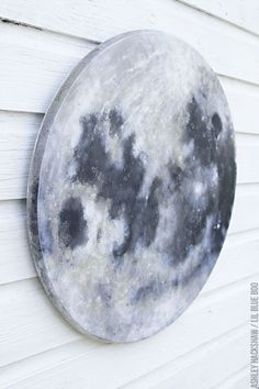 DIY Moon Painting – How to Paint a Full Moon by Ashley Hackshaw moon and stars nursery decor – Moon for a nursery or space themed room – moon for classroom Space Themed Nursery, Nursery Themes, Room Themes, Nursery Decor, Themed Rooms, Space Theme Bedroom, Nursery Ideas, Outer Space Nursery, Nursery Room