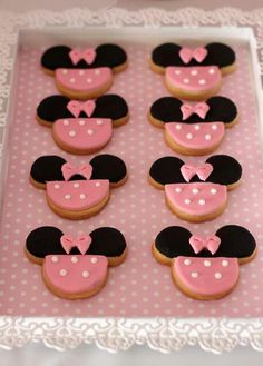 Cute Minnie Mouse cookies...great idea for a themed girl's party.