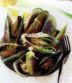 """Green Lipped Goddess..."""" Mussels With Pesto Sauce"""""""