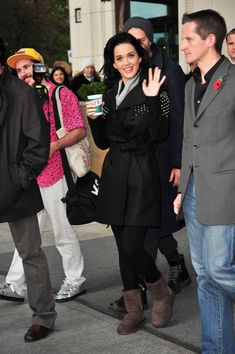 Katy Perry Photos Photos - Katy Perry leaves the Ritz Carlton Hotel for her last sound check before the MTV European Music Awards. - Katy Perry Leaving Berlin Ritz Carlton Hotel
