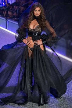 "taylorsmariehill: ""Taylor Hill walks the runway at the 2016 Victoria's Secret Fashion Show on November 2016 in Paris, France. Fashion Show Makeup, Fashion Show 2016, Fashion Week, Girl Fashion, Fashion Dresses, Womens Fashion, Fashion 101, Spring Fashion, Style Fashion"