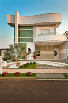 Contemporary house designs have a lot to supply to a modern occupant. Finally, the modern house architecture does not restrict imaginative minds whatsoever. Modern House Plans, Modern House Design, Contemporary Design, Facade House, House Exteriors, House Goals, Home Fashion, My Dream Home, Dream Homes