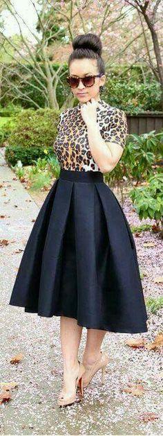 black midi skirt lovee this outfit! Look Fashion, Autumn Fashion, Womens Fashion, Fashion Trends, Fashion Black, Trendy Fashion, Fashion News, Black Midi Skirt, Look Chic