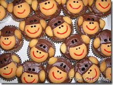 Monkey cupcakes are a fun and delicious movie treat for an outdoor movie night - A Southern Outdoor Cinema movie snack & food idea for outdoor movie events.