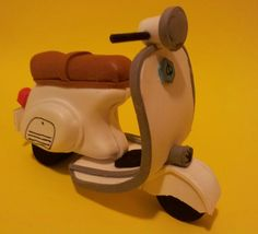 Moto vespa 125 hecha con goma eva