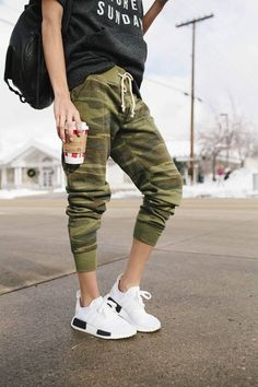 Joggers on Repeat - Sporty Style Legging Outfits, Jogger Pants Outfit, Camo Joggers, Camo Outfits, Athleisure Outfits, Sporty Outfits, Women Joggers Outfit, Camo Pants Outfit, Camo Clothes