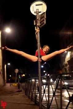 Street Pole, l'art du pole dance en 11 photos acrobatiques