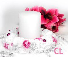 Kranz in weiss-pink-silber Wreath white-pink-silver Pillar Candles, Candle Holders, Wreaths, Silver, Pink, Hobbies, Handarbeit, Dekoration, Crafting